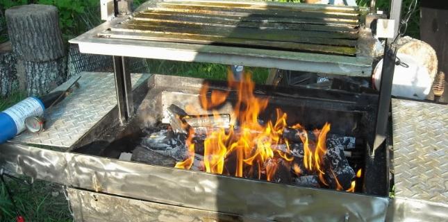 <h6>Barbecue a legna</h6>Il barbecue a legna � un barbecue che mantiene la tradizione del barbecue alimentato con prodotti naturali, in questo caso col legno. Risulta originale e la cottura del cibo � di primissimo ordine.