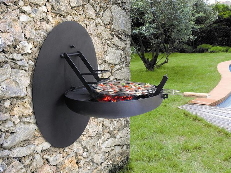 Barbecue in acciaio a carbonella