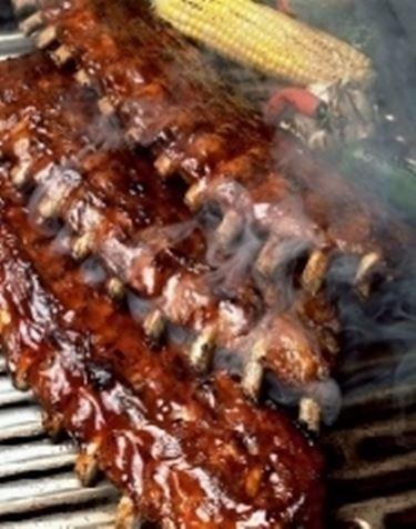 carne su barbecue.