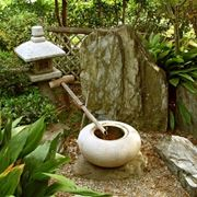 Fontana in un giardino zen
