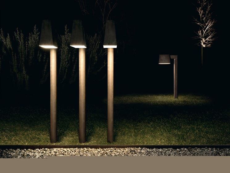Casa moderna roma italy illuminazione esterna giardino - Luci per giardino ...