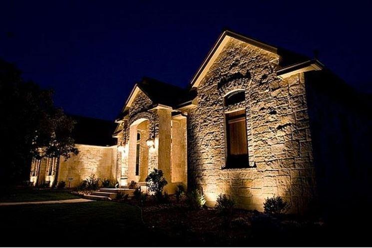 Lampade a led illuminazione giardino scegliere lampade for Esterno di colonica industriale