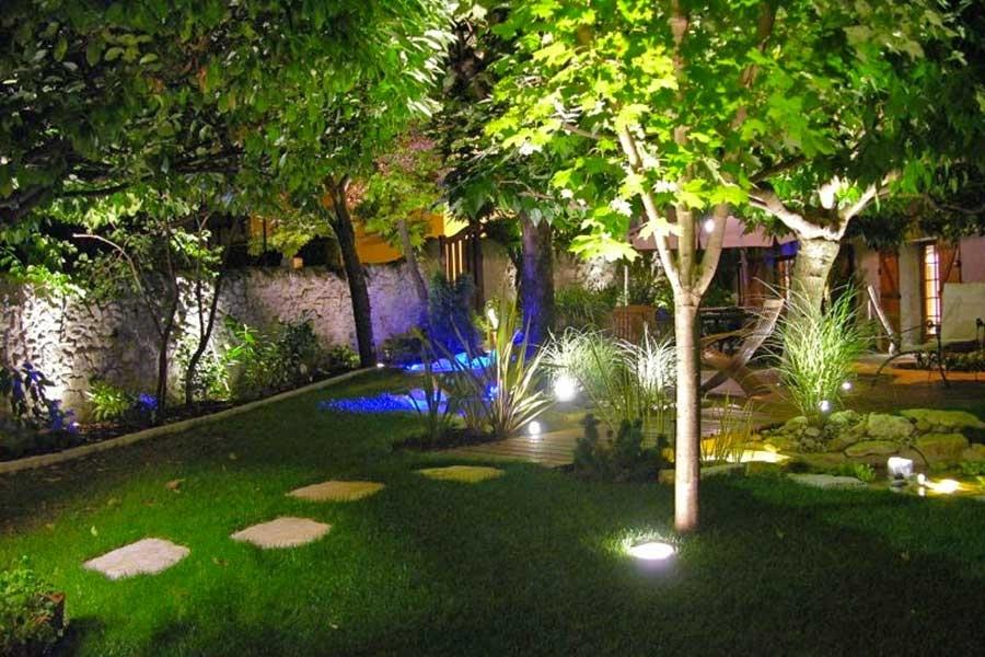 Luci da giardino illuminazione giardino illuminazione for Terra per giardino
