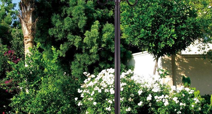 Luci per giardino illuminazione giardino illuminare il - Pali per lampioni da giardino ...