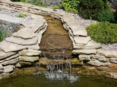 cascata in laghetto