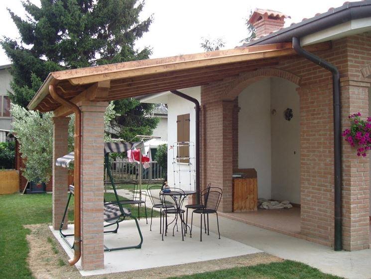 Come costruire una tettoia in legno pergole e tettoie da for Tempo per costruire una casa