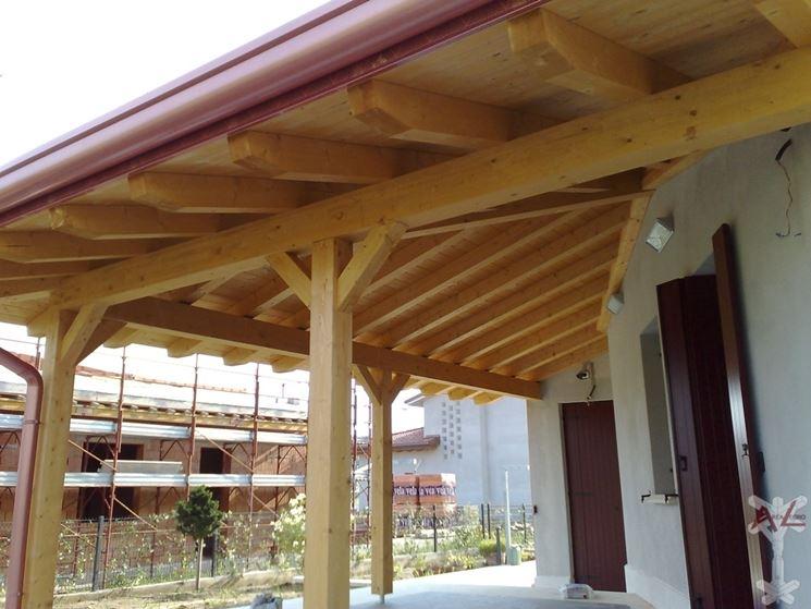Tettoia angolare in legno