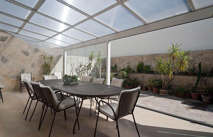 Copertura in vetro pergole e tettoie da giardino for Mobili per il terrazzo