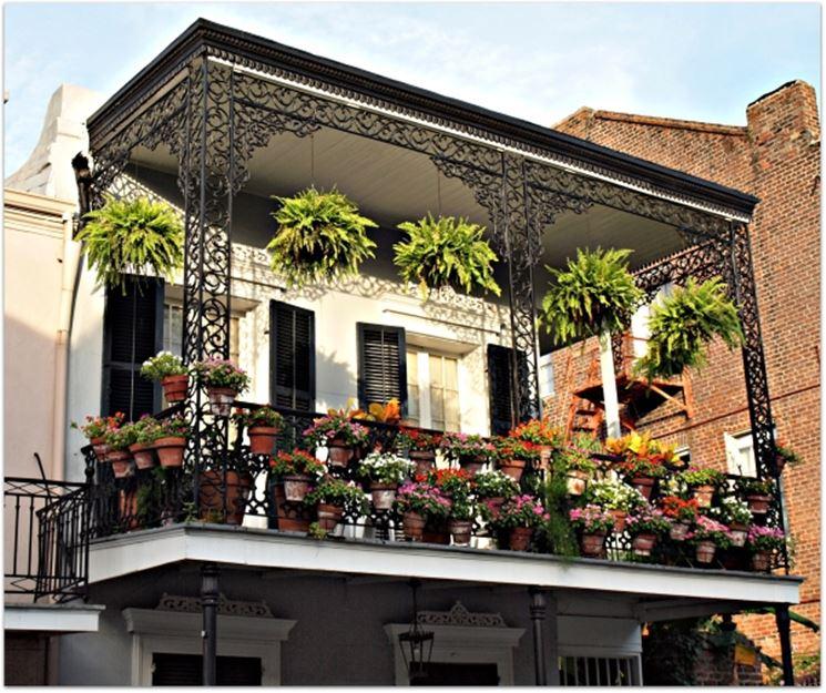 design in ferro battuto per coperture e balconi