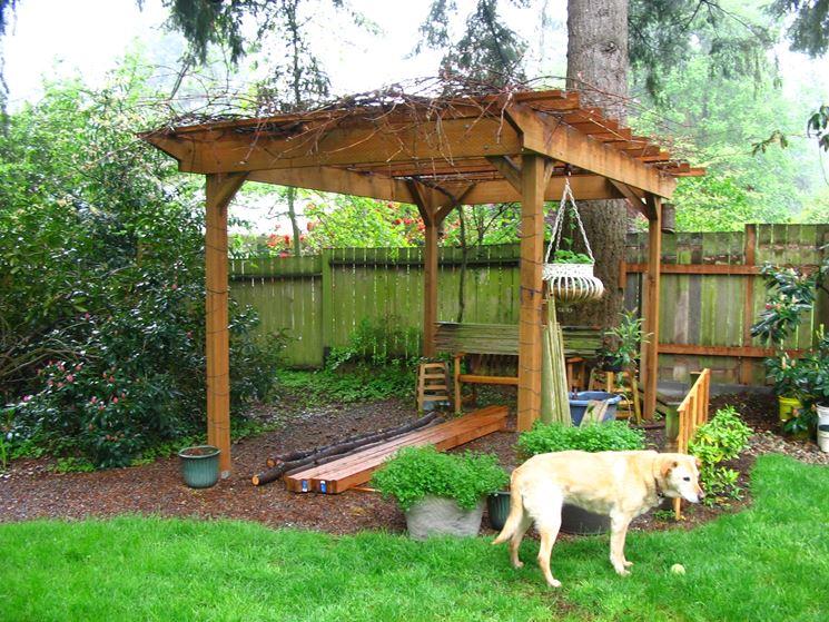 Pergolato in legno su quattro pali