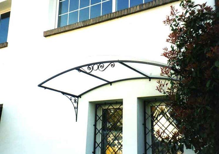 pensilina in ferro battuto porta