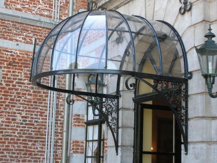 pensilina in ferro battuto a cupola