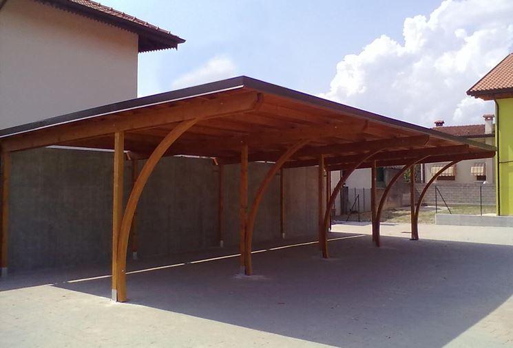 Pensiline in legno pergole e tettoie da giardino for Tettoie economiche