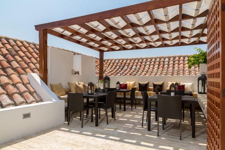 Un terrazzo trasformato in una vera e propria sala da pranzo