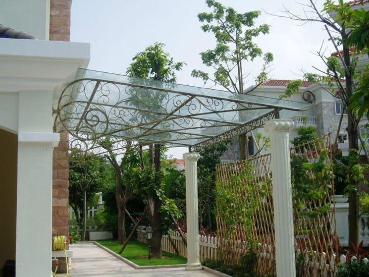 Tettoie esterne pergole e tettoie da giardino differenze e caratteristiche delle tettoie esterne - Tettoie da giardino in ferro ...