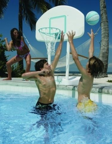 basket in piscina.