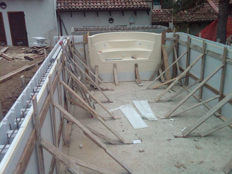 Piscina fai da te piscine come realizzare una piscina for Disegni di blocchi di cemento casa