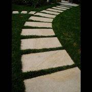 Camminamenti per giardini progettazione giardini - Pietre camminamento giardino ...