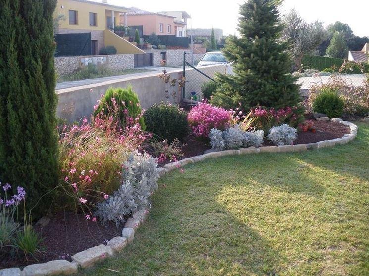 Creare un giardino fai da te progettazione giardini - Foto di giardini fioriti ...