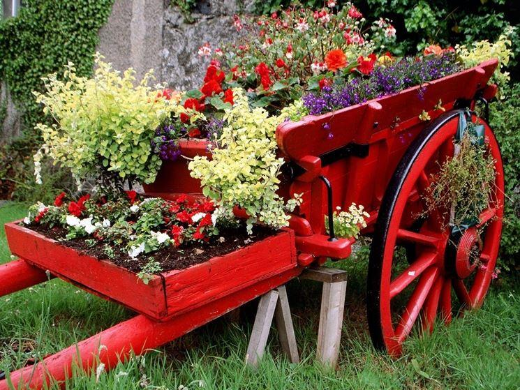 Il bellissimo effetto di un carrello fiorito