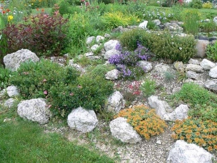 Casa moderna roma italy giardini con pietre e sassi for Sassi finti per giardini
