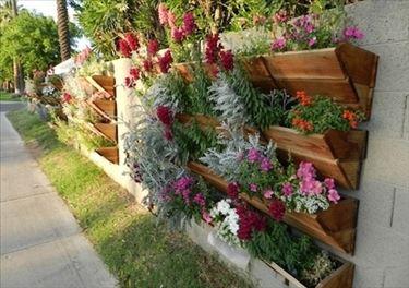Giardini verticali in legno