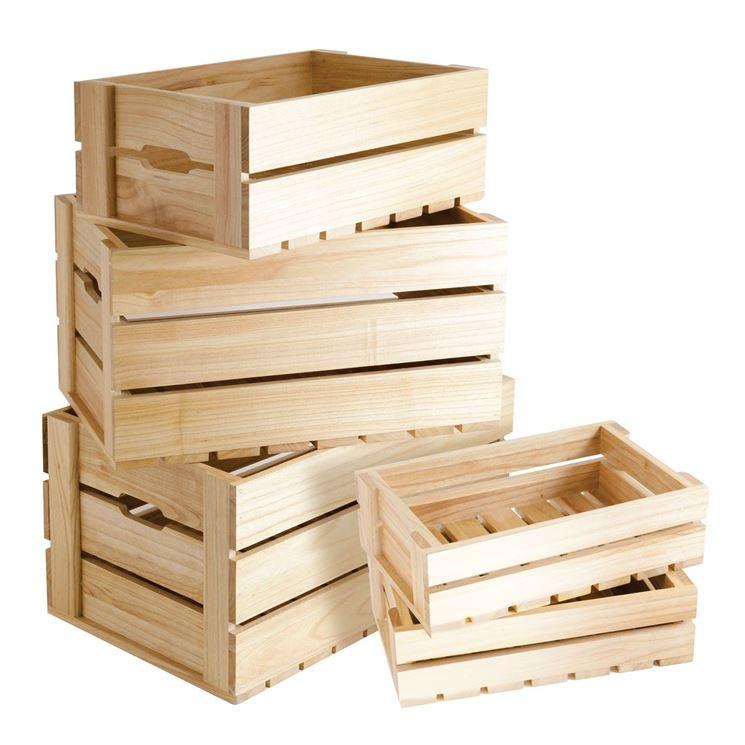 Cassette di legno come vasi e fioriere.