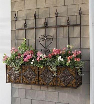 Una tipologia di fioriera in ferro battuto
