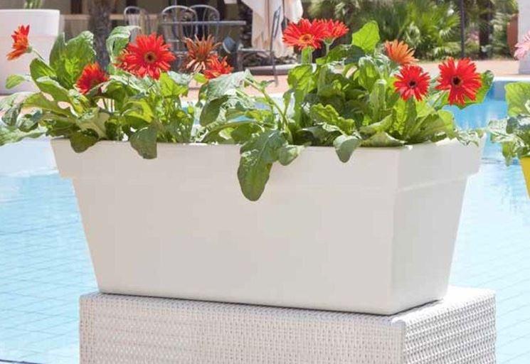 Vasi colorati vasi e fioriere vasi colorati arredamento - Terrazzi arredati e fioriti ...