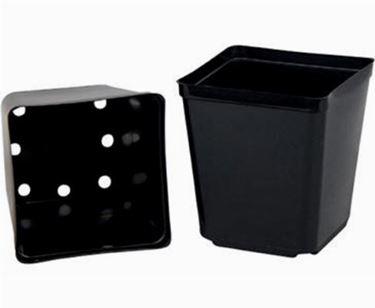 Immagine di vaso in plastica nero con i rispettivi fori di drenaggio