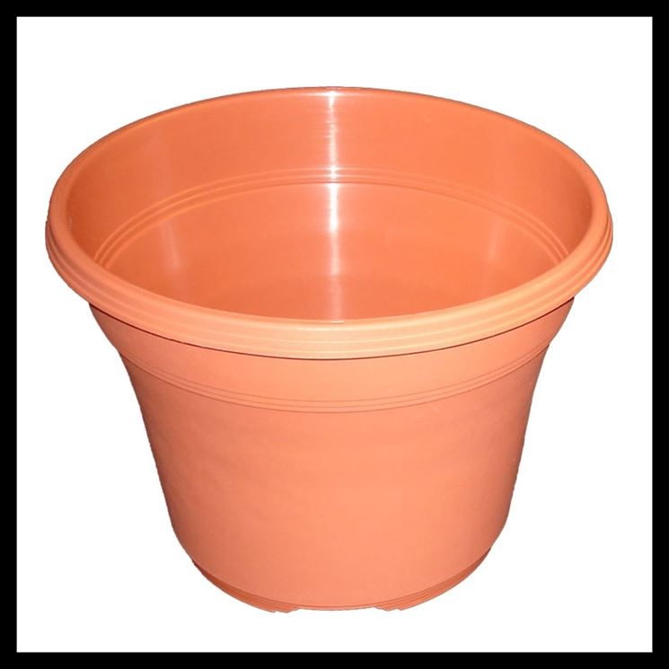 Esempio di vaso in plastica color terracotta