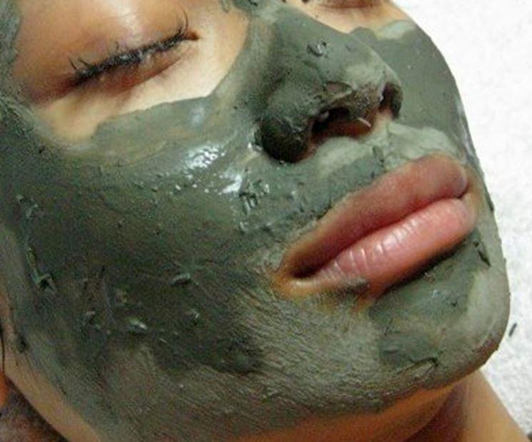 Maschera viso argilla