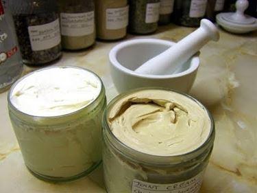 Tintura madre mischiata con crema di base