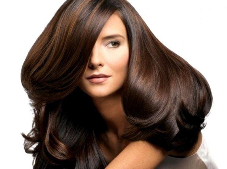 capelli folti e lunghi