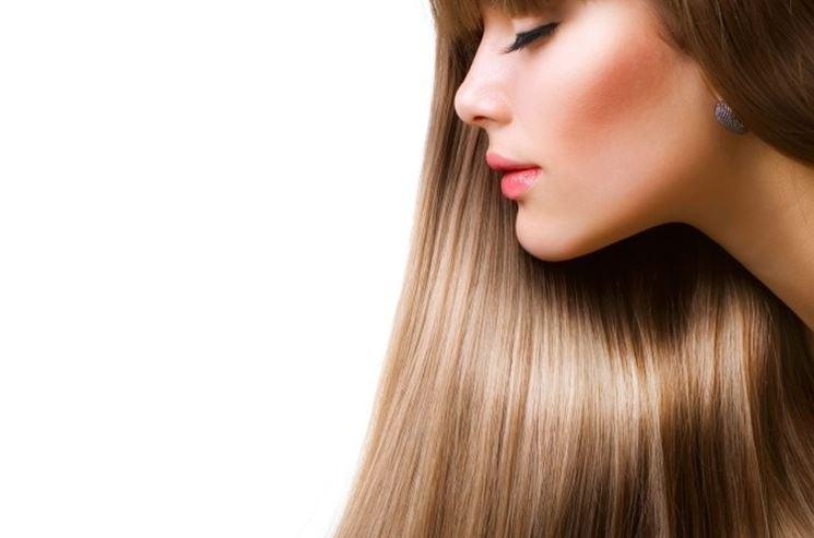 olio essenziale di rosmarino per i capelli