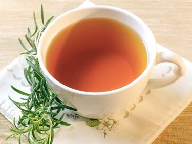 L'olio essenziale di rosmarino si può anche bere, mescolato con miele e acqua calda