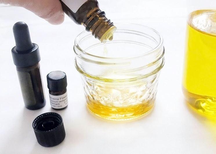 Preparazione di un profumatore per ambienti agli oli essenziali