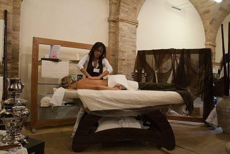 massaggi con olio essenziale di origano