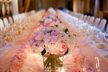 Decori floreali per ricevimento. Foto presa da bridalguide.com