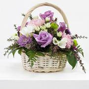 Cesto in vimini con fiori