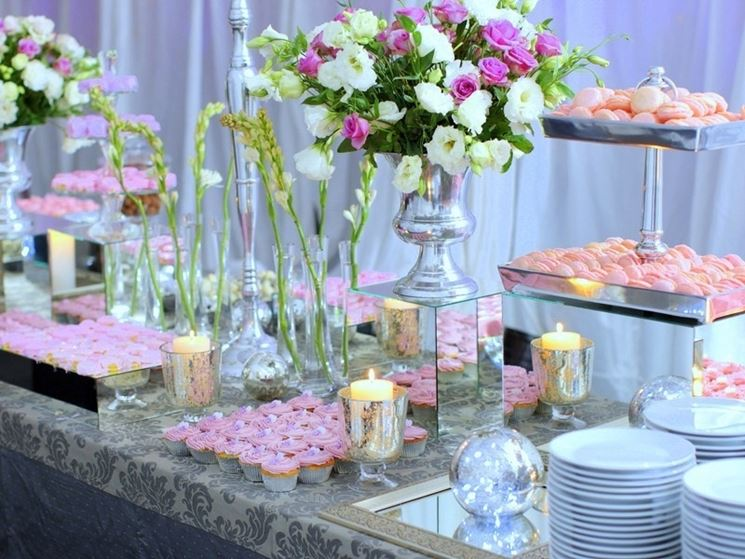 Decorazione floreale buffet matrimonio