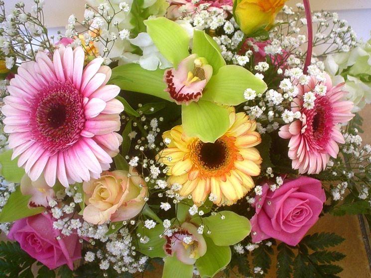 Composizione con gerbere, rose ed orchidee