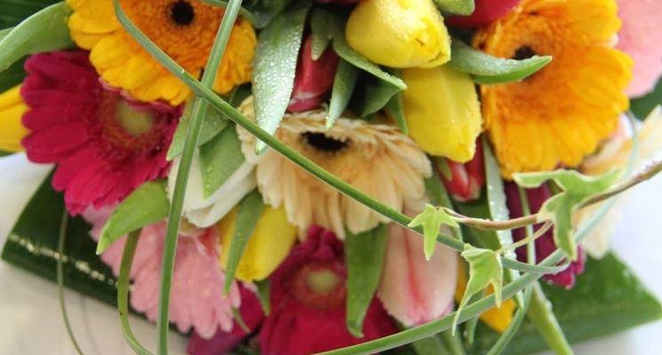 Esempio di bouquet da sposa realizzato con tulipani e gerbere.