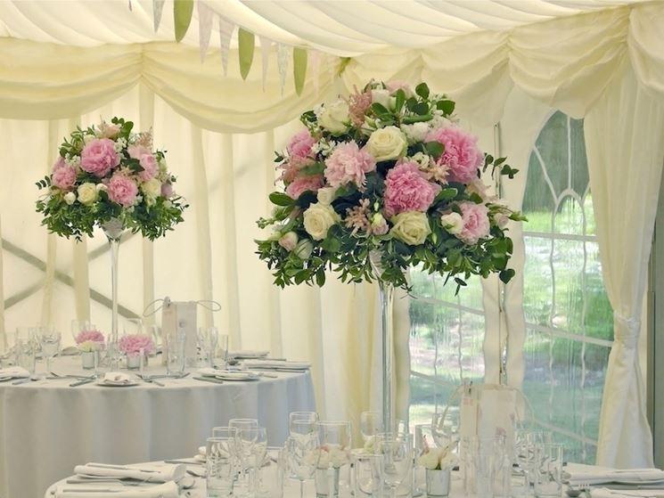Composizioni floreali per una sala ricevimenti
