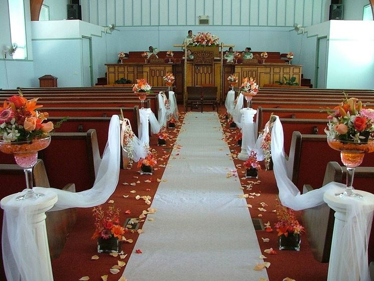 Chiesa allestita per un matrimonio