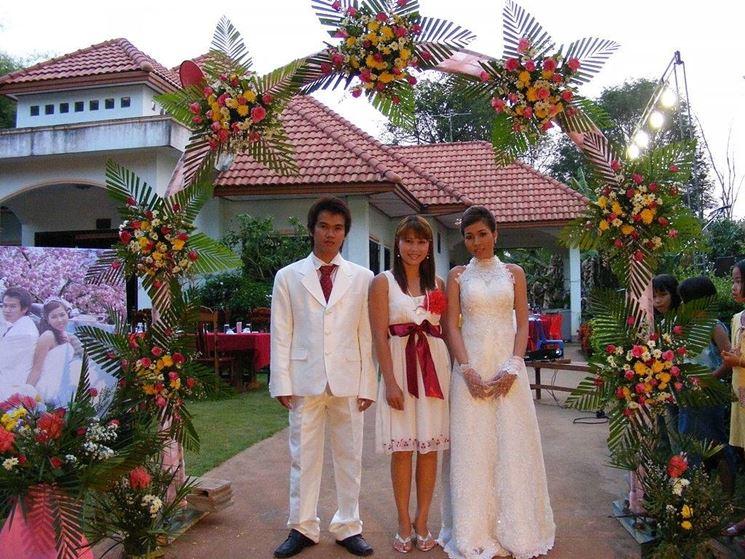 Allestimento floreale per matrimonio all'aperto