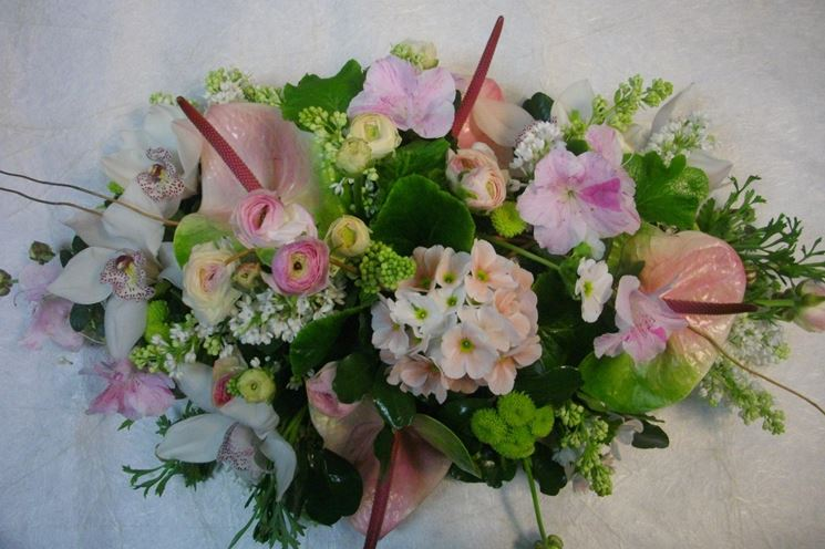 Composizione floreale con vari fiori