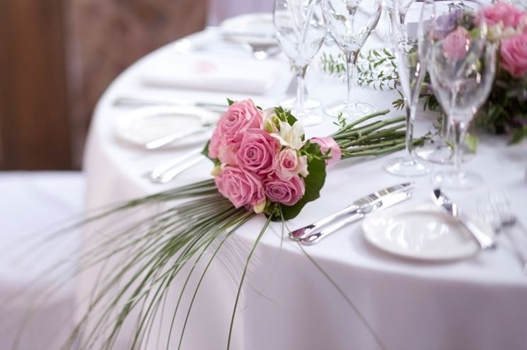 Decorazione di un tavolo per invitati