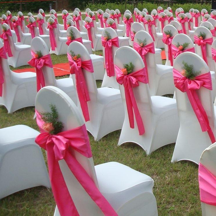 Un nastro colorato può cambiare completamente l'aspetto della cerimonia