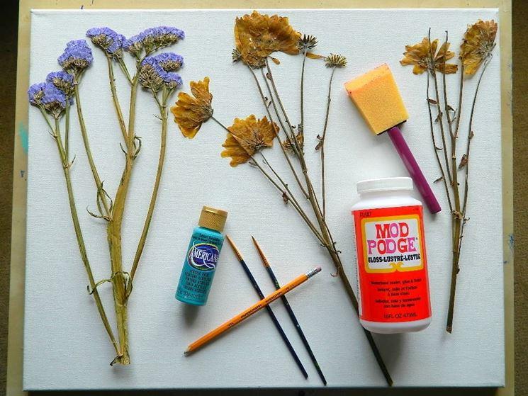 Realizzazione di un quadro con fiori secchi